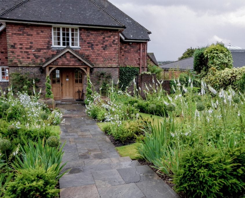 Photo of an English front garden with white flowers in Sussex